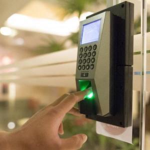 Sistema de controle de acesso biometrico